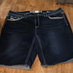 Size 22 Capri/shorts to knee